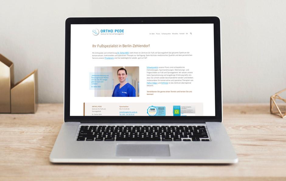 Website Orthopädie-Praxis – Darstellung auf einem Laptop